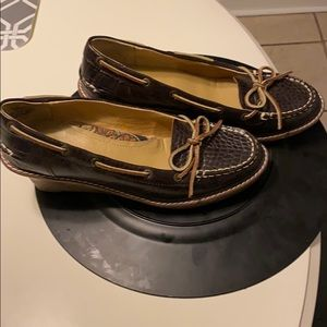Sperry brown leather crocodile texture size 7.5